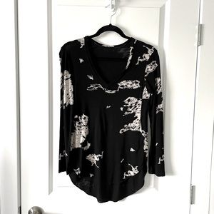 ARITZIA / WILFRED / LONG SLEEVE PATTERNED V NECK